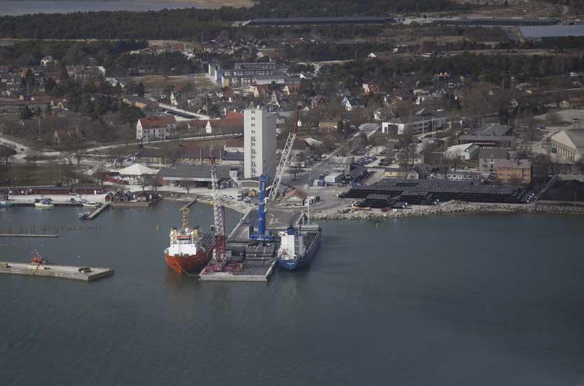 Ship-to-Ship Pipe Loading in Slite, Sweden